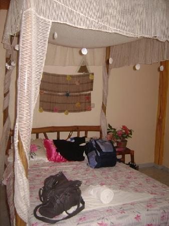 La Isla Bonita Resort: the bed @ room 304