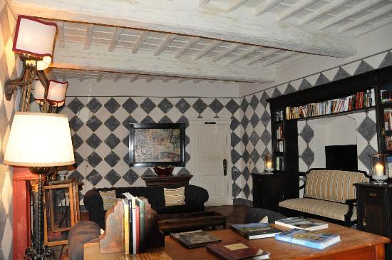 Villa Bordoni: Library/Sitting Area Open to All on 2nd Floor