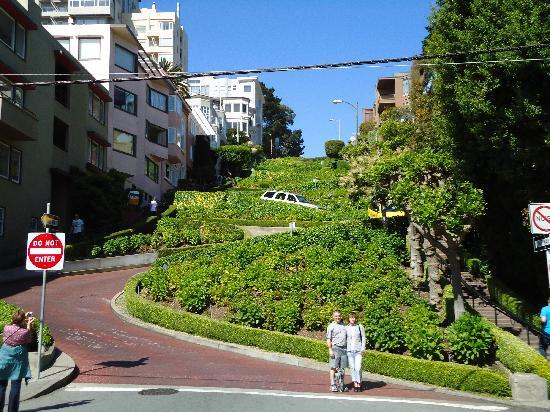 Urban Trek USA: Crooked Lombard St.