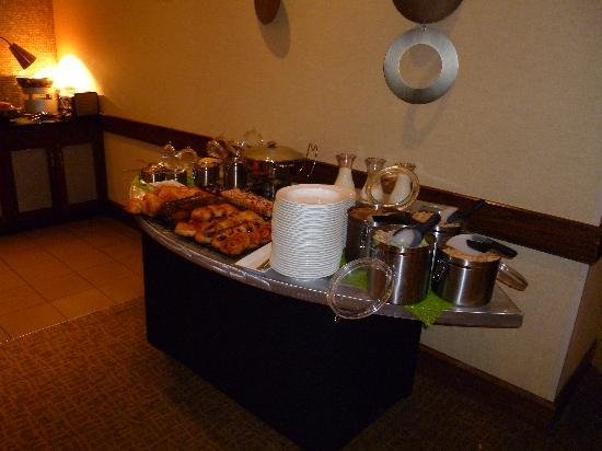 Hyatt Regency Morristown: Breakfast Bar