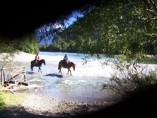 Campo Aventura: Horses crossing river
