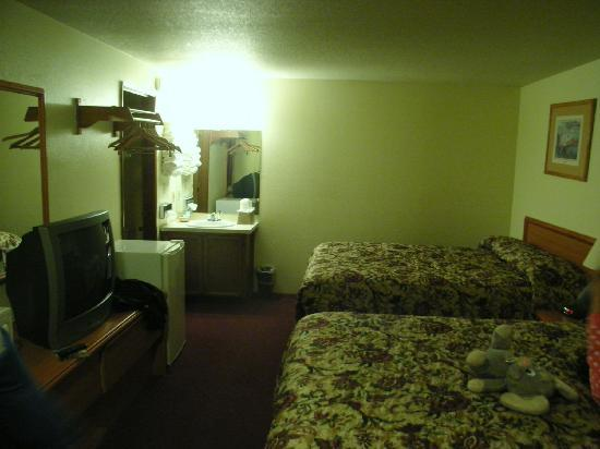 Guest House Motel: Motel Room