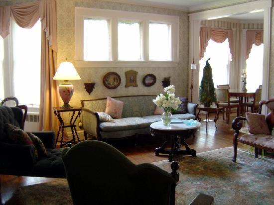Alexander Hamilton House: The Parlor