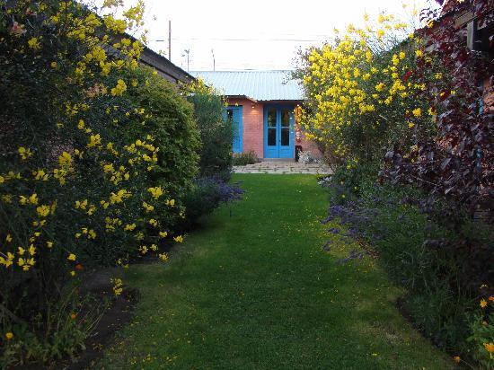 Albergue y Hostal Lago Argentino: Backyard