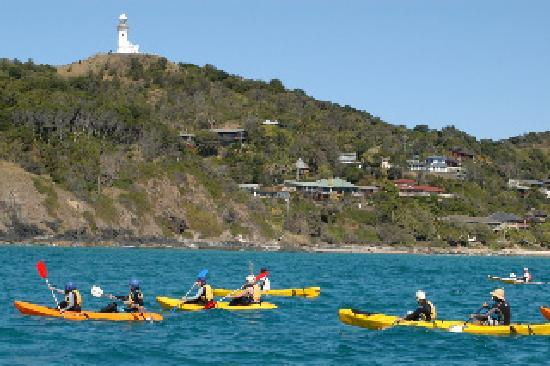 Backpackers Inn on the Beach at Byron Bay: us kayaking in the bay