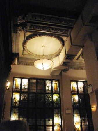 Brendan's Bar & Grill: The building was beautiful