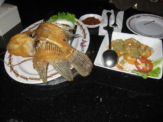 FM7 Resort Hotel Jakarta : rest food
