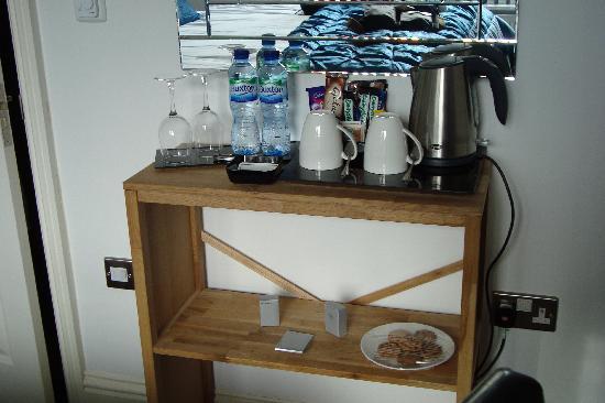 Stone House Lodge: Tea coffee etc.