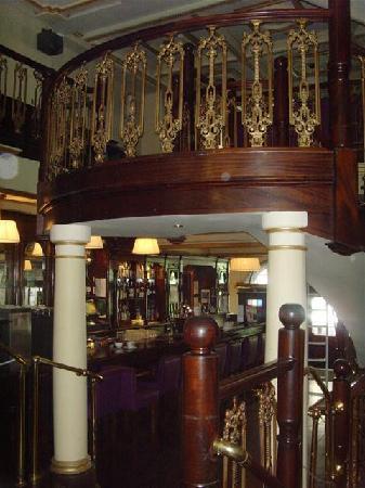 Adams Trinity Hotel: The hotel bar!