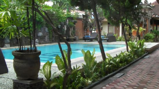 Surya Tropical Kuta: Swimming Pool