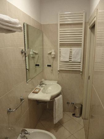 Hotel Anna's : bagno camera n. 2: verso l'ingresso