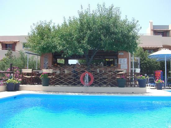 Elounda Heights Apartments and Studios : the pool bar