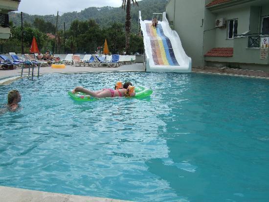 Golden orange apart bewertungen fotos preisvergleich for Swimming pool preisvergleich