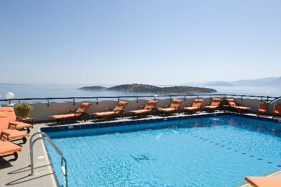 Alantha Apartments Hotel : Pool with view