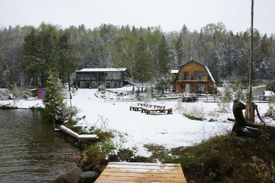 Green Bay Lodge : Die Lodge im Schnee