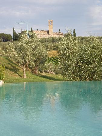 Fattoria Abbazia Monte Oliveto: Poolside view