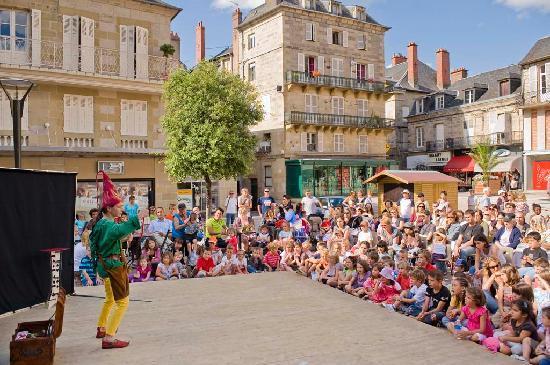 Spectacle pour enfants cr dit photo office tourisme brive luc olivier brive la gaillarde - Office de tourisme de brive ...