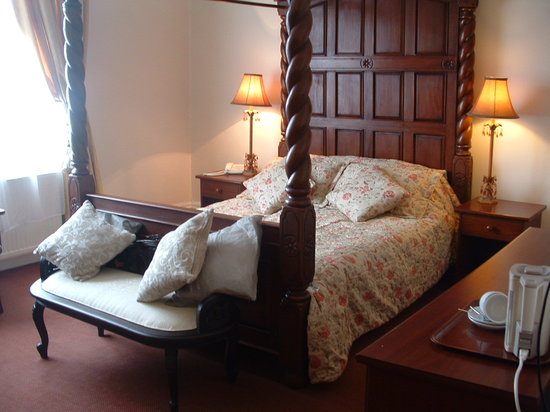 The Station Hotel: King size four poster room 2