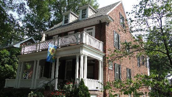 Museum District Bed & Breakfast: Front of house