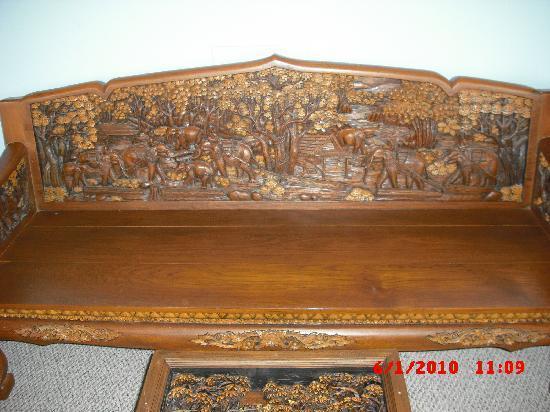 Royal Thai handicraft center: Couch
