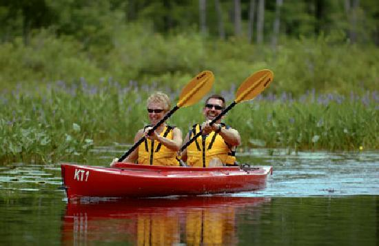 Purity Spring Resort : Kayaks and canoes are always complimentary for guests to use and the best way to explore the cov