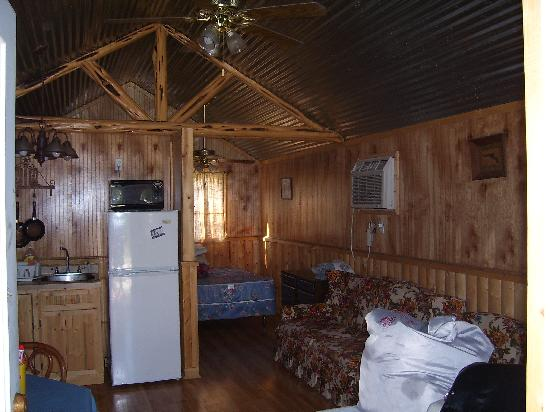 CJ's Country Cabins: Right before we left.. Cute little cabin:)
