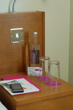Ambassadors Bloomsbury: Hotel water