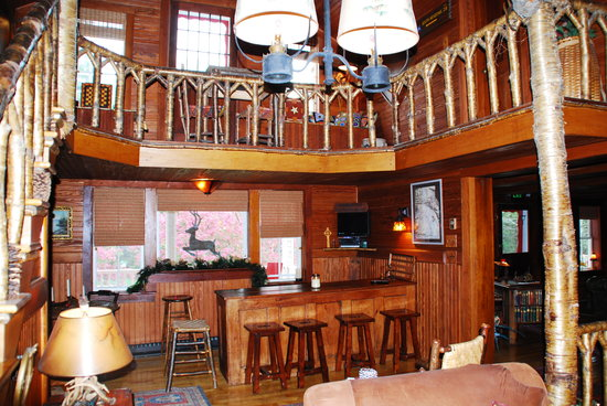 Stagecoach Inn : Lovely Decor - Where the wine and cheese were served