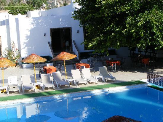 Safir Hotel: Breakfast room and bar area