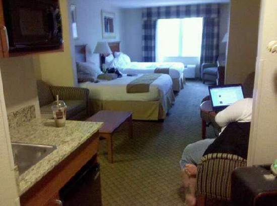 Holiday Inn Express Hampton South - Seabrook: View of suite from doorway