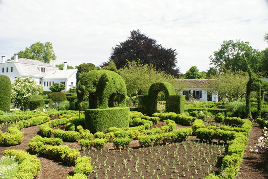 ‪Green Animals Topiary Gardens‬