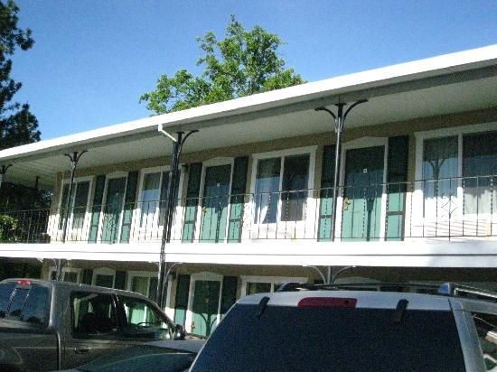 The Murphys Historic Hotel: The upper deck