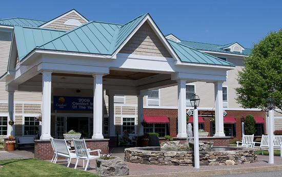 Comfort Inn and Suites Colonial: Nice front entrance