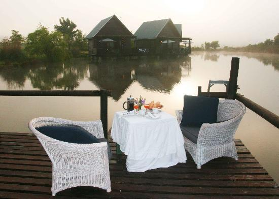 Papyrus Lodge: Our romantic early morning breakfast on the lake
