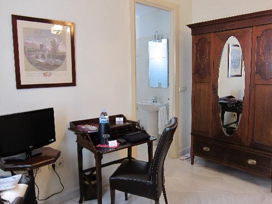 Casa Grande: Desk