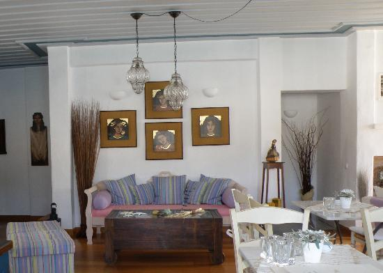 Niriedes Hotel: Partial view of dining room