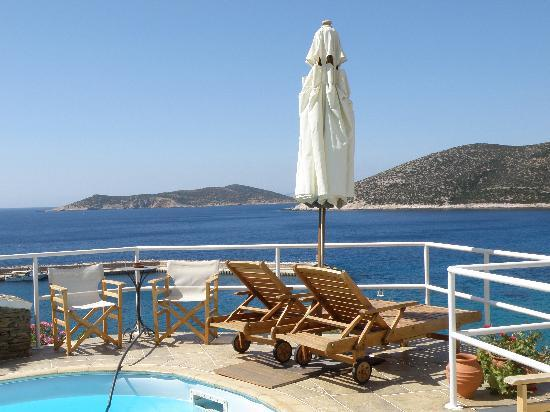 Niriedes Hotel: View from hotel pool