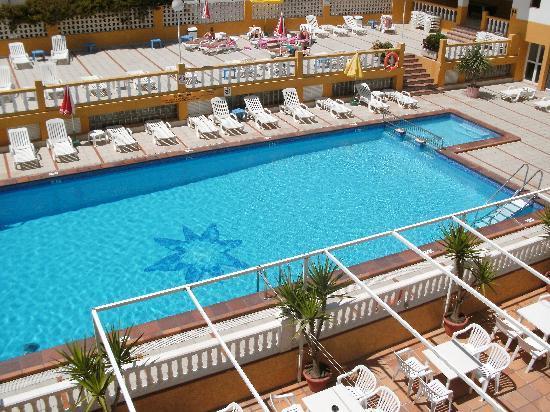 Hotel Brisa : The pool