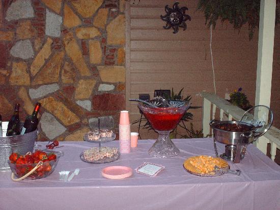 Secret Garden Cottages: Wine Tasting -- Local Wine & Great Snacks