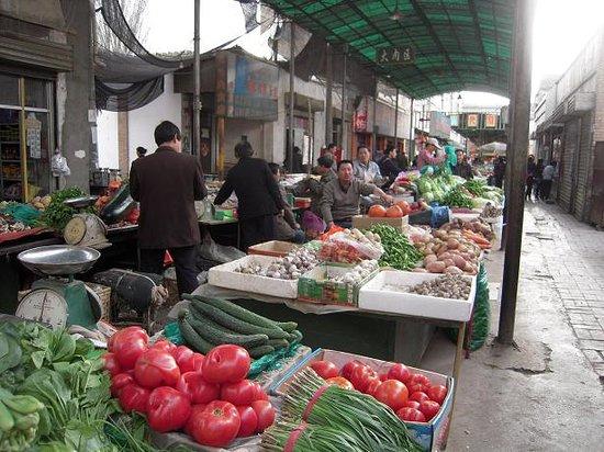 Shazhou Market: 野菜売り場。他の地域に比べるとそう珍しいものはないです。