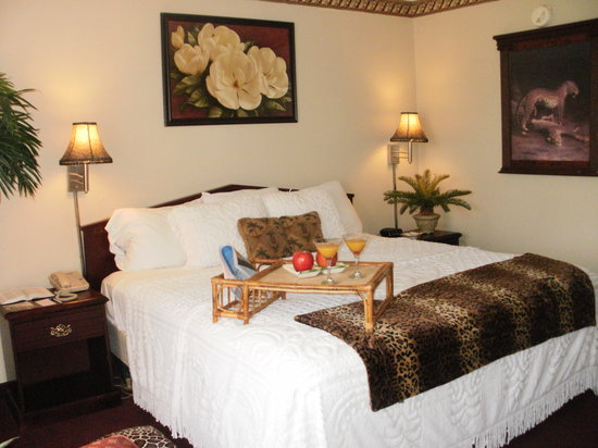 Emerald Palms Hotel and Conference Center: Guest Suite Unit 102