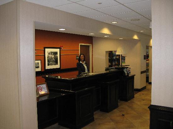 Hampton Inn Spring Lake-Ft. Bragg: Front Desk