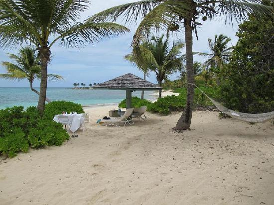Jumby Bay, A Rosewood Resort: Lunch at private beach