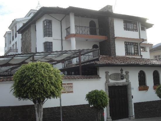 Fuente de Piedra 1: This hostal sits on the corner of Wilson & Jose Tamayo