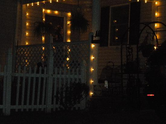 Angel of the Morning Bed and Breakfast: The porch lights welcome you home.