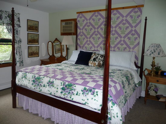 WhistleWood Farm Bed and Breakfast: Whistewood Inn -- room in main house