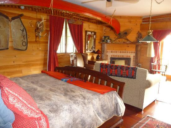 WhistleWood Farm Bed and Breakfast: The Wyoming Room