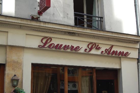 Hotel Louvre Sainte Anne: Outside of Hotel