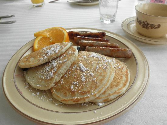 Holiday Guest House Bed & Breakfast: And, here, is the lovely breakfast.  Yum!