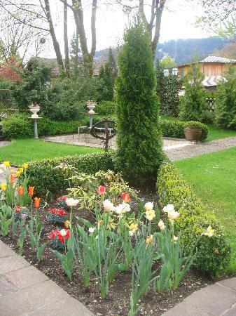Hotel Edelweiss: our patio garden
